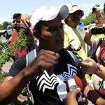 A 6 meses de la desaparición de los 43, padres piden apoyo a líder de Los Rojos para hallarlos http://t.co/iRj7uvNFzr http://t.co/s28ug9KuMn