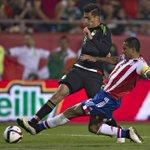 Velocidad y fuerza. @Raul_Jimenez9 busca la portería rival. #AquíEstamos http://t.co/cHglEVJ0Zs