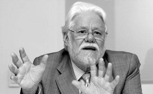 #ÚltimaHora Muere Carlos Gaviria, exmagistrado y excandidato presidencial   http://t.co/0JUy4MbyhU #CMILANOTICIA http://t.co/E3QaRBBNWc