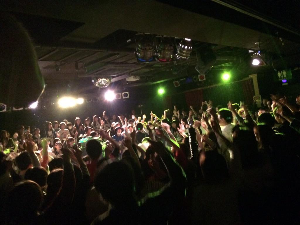 【嘘か?真か?】go!go!vanillas 360°開放!フリーライブツアー大阪! 真でした!! こんなに近いライブ! #go!go!vanillas #バニラズフリラ http://t.co/QBZdstsdRZ