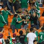 ???? FOTO: Violencia e invasión de cancha tras la victoria de México sobre Paraguay http://t.co/P4TXAejtqW http://t.co/EJc8zNvPkL