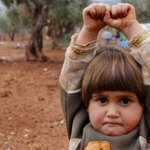 It turns out the photo of 4-year-old Syrian girl surrendering to a camera is real, not faked. http://t.co/7Vw3MoGWGN http://t.co/RsiQhJWDPS