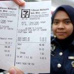 Gambar di bawah tunjuk bahawa peniaga cuba ambil untung atas top-up. Lepas kastam dtg terus tukar harga. http://t.co/Eb5zpn6IoM