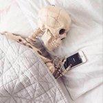 Esperando a que me contestes los mensajes de Whatsapp http://t.co/eepLI7XpyS