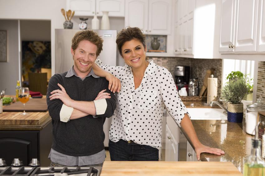 Tonight join me, @SethGreen & @ClareGrant for a fun evening of pizza #dinnerattiffanis @CookingChannel #pullupachair http://t.co/YOVPM6dufi