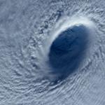 Astronauta da Estação Espacial fotografa tufão sobre o Pacífico. Veja mais FOTOS DO DIA: http://t.co/cvNq4VfgcJ #G1 http://t.co/ymo3v2xfct