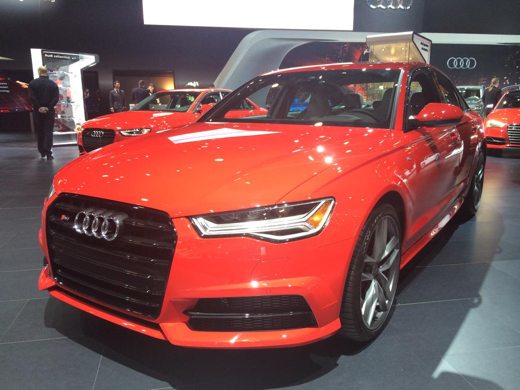 The @Audi #S6 looks hot in red. Like the taillight signature on it. SVP #CNB @NDTVAuto #NYIAS @NYAutoShow @AudiIN http://t.co/WKqZZpSeBw