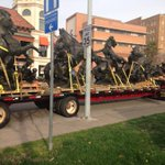 Lookin good! J.C. Nichols horses are back on the plaza after getting much needed restoration. http://t.co/RiYXFCdHCG ^KF