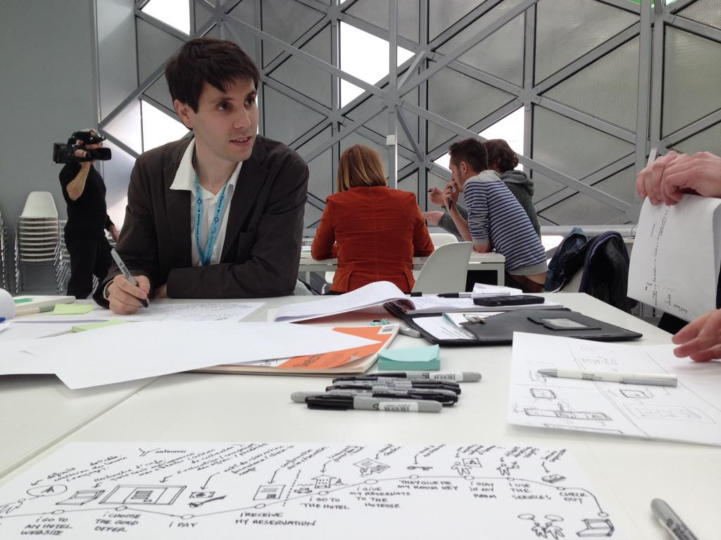 Séance de créativité customer Journey mapping @seamus #UserExperience  #biennaledesign15 http://t.co/Phgzzd47qC