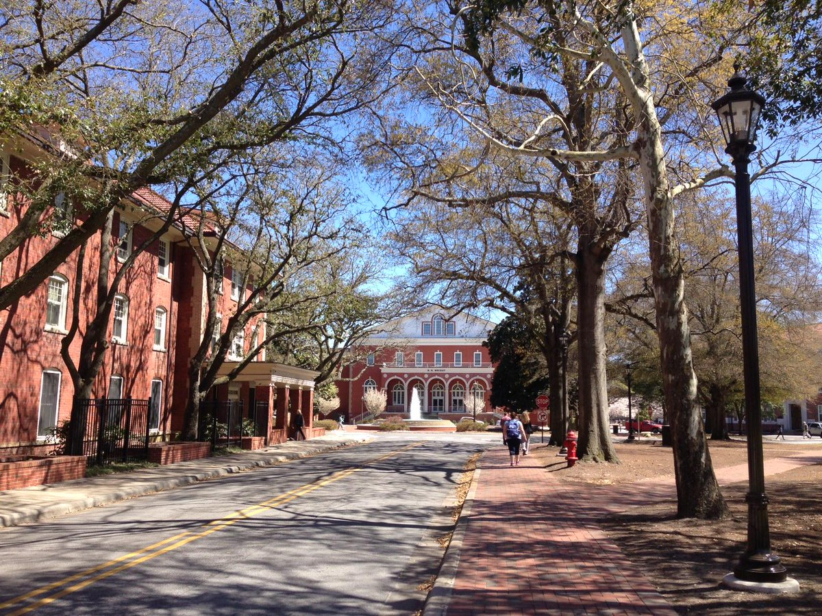 No joke, it's a beautiful day today at #ECU! http://t.co/qSmUI9gGYw