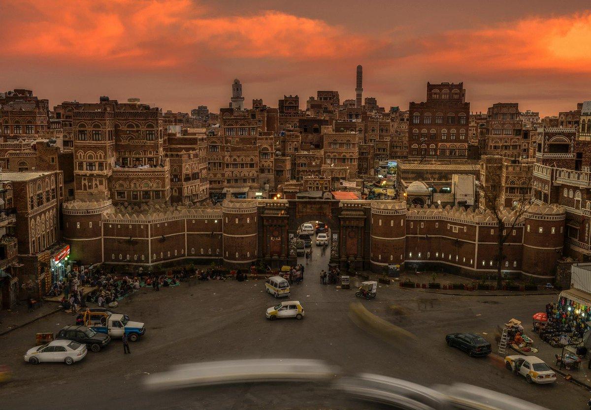 Sanaa at sunset by @danyeid http://t.co/WC7hIaj6Y5