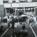 Theres some rough kerning in that pic. RT @OldeEire: Horse leaving a pub on Jamess Street, Dublin #Ireland http://t.co/sQj1uPk0Bw