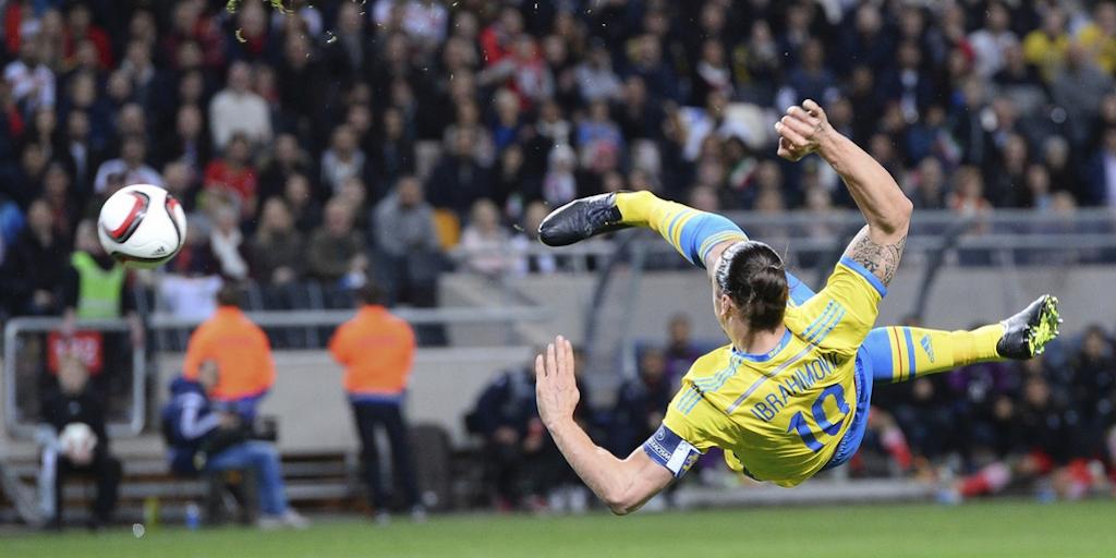Video: ibrahimovic fails miserably on 2 consecutive ... Zlatan Ibrahimovic Bicycle Kick