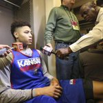 From @rustindodd: Kelly Oubre Jr. leaving Kansas for the NBA Draft, his father confirms: http://t.co/3Q97Uldth7 http://t.co/pWUMNFpbgX