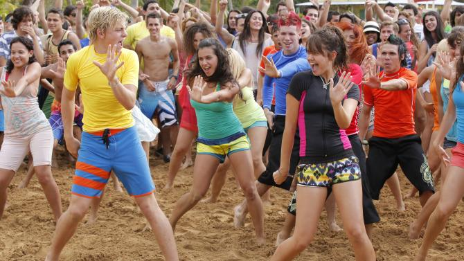 .@FifthHarmony and the TeenBeach2 cast will present at the @RadioDisney Music Awards
