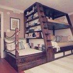 Enfin des lits superposés qui ont de la gueule ! Quels oreillers iraient bien avec : https://t.co/Ts9Msotlwd http://t.co/VWaTCTwps1
