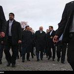 ظریف در پیادهروی دقایقی پیش گفت: نتیجه کار بیش از یک بیانیه نخواهد بود. http://t.co/AryAqsi0Ur
