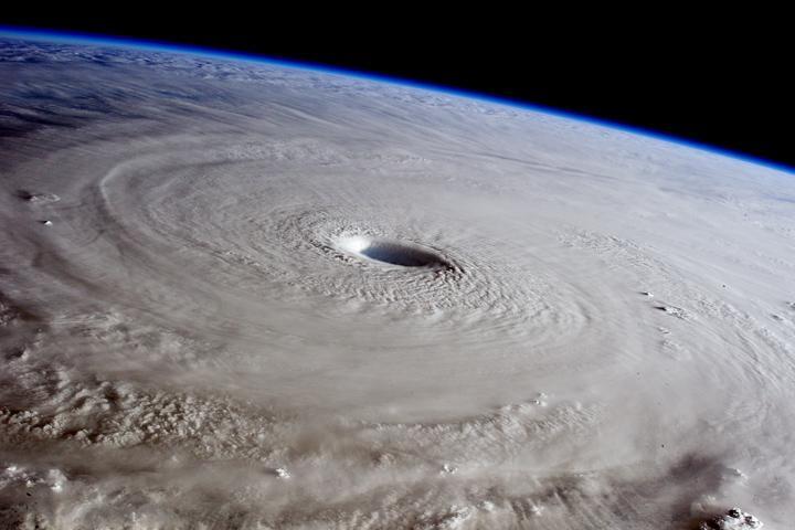 Typhoon Maysak from the International Space Station http://t.co/Ri8P3DyLwa #NASA