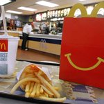 Breaking: McDonald's is raising all workers' pay above minimum wage http://t.co/cQw21gxQuq http://t.co/ApKISMaWpR