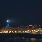 La @torrehercules iluminada de azul para conmemorar el Día del Autismo. #Coruña http://t.co/fhjMuyRQuH