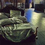 Il letto di #violetta #TraviataOF come morirà? @maggiomusicale #neverlandOF http://t.co/XW6xP2vAVy