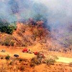 En el sobrevuelo vimos a los compañeros de @BomberosCR en la atención de #incendioforestal en Santa Cruz, Guanacaste http://t.co/PPfKzrp7ME