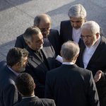 Who is saying what at #IranTalks? Great @AFP photos of @JZarif, @JohnKerry & @PHammondMP all deep in conversation! http://t.co/HaQk05Ln4T
