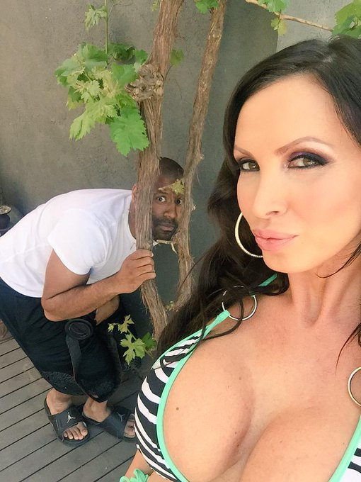 Is that @MimeFreak photobombing my selfie? #setlife #archangel http://t.co/skyqvPK2Xb
