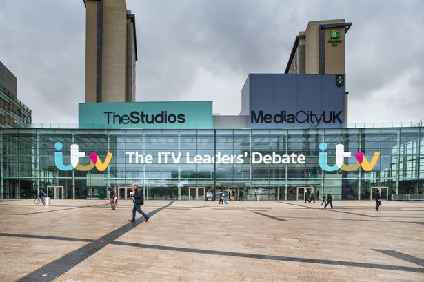 Great to be welcoming the leaders to #MediaCityUK for tonight's debate on @ITV. #leadersdebate http://t.co/ZioVA0Nx2s http://t.co/JhZi1IYTjk