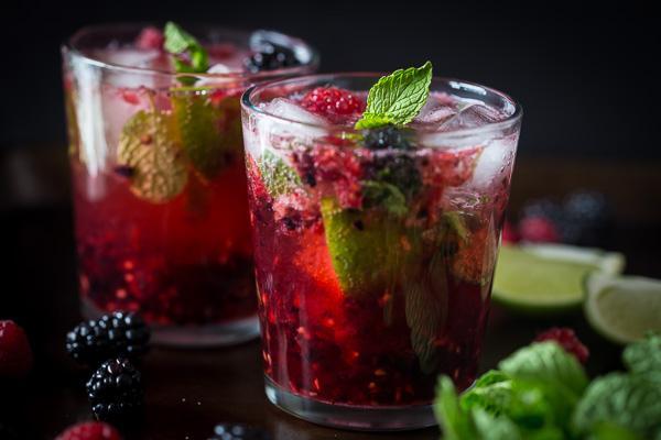 {new!} mixed berry mojito http://t.co/vrBvOlBlVd http://t.co/CtKJAmAWDb