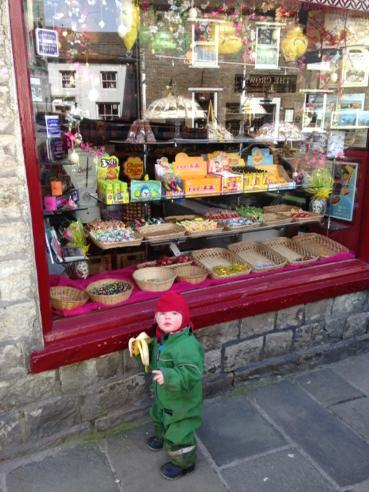 Window shopping. Eyeing up the Easter eggs. 🐣 http://t.co/yRlbMR3J6q