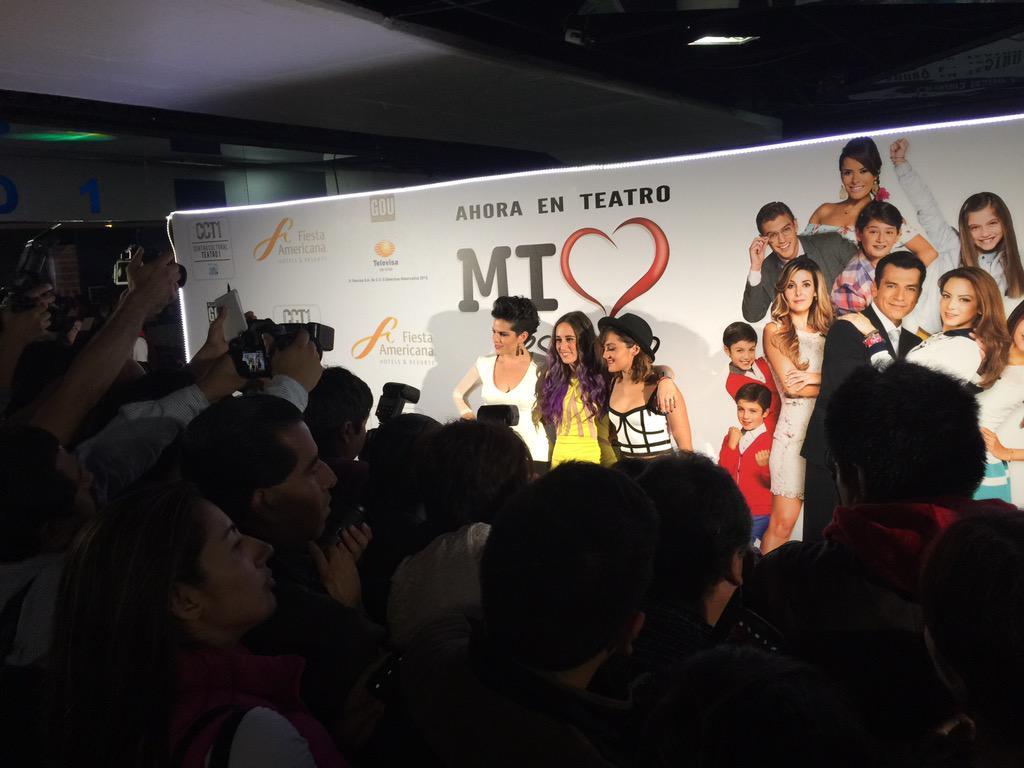 Hoy función de estreno de @MiCorazonTeatro en el #CentroCulturalTeatro1 y grandes estrellas se dieron cita al teatro! http://t.co/1Rc8eEoJ0C