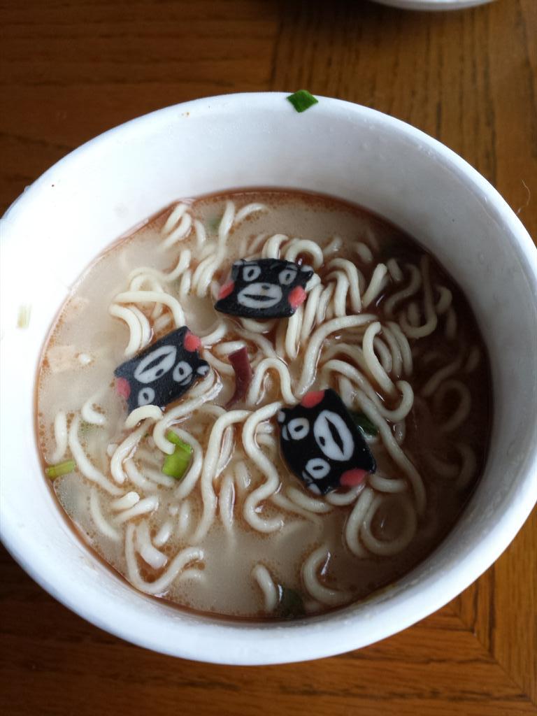 熊本ラーメンにくまモンナルト入っとるw可愛い♪ http://t.co/2a8OeCq0Uw