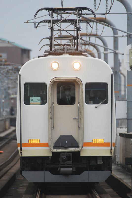 UB貸切。簡易運転台先頭で営業列車走らすとか意味がわからない http://t.co/nhwwPEO3QP