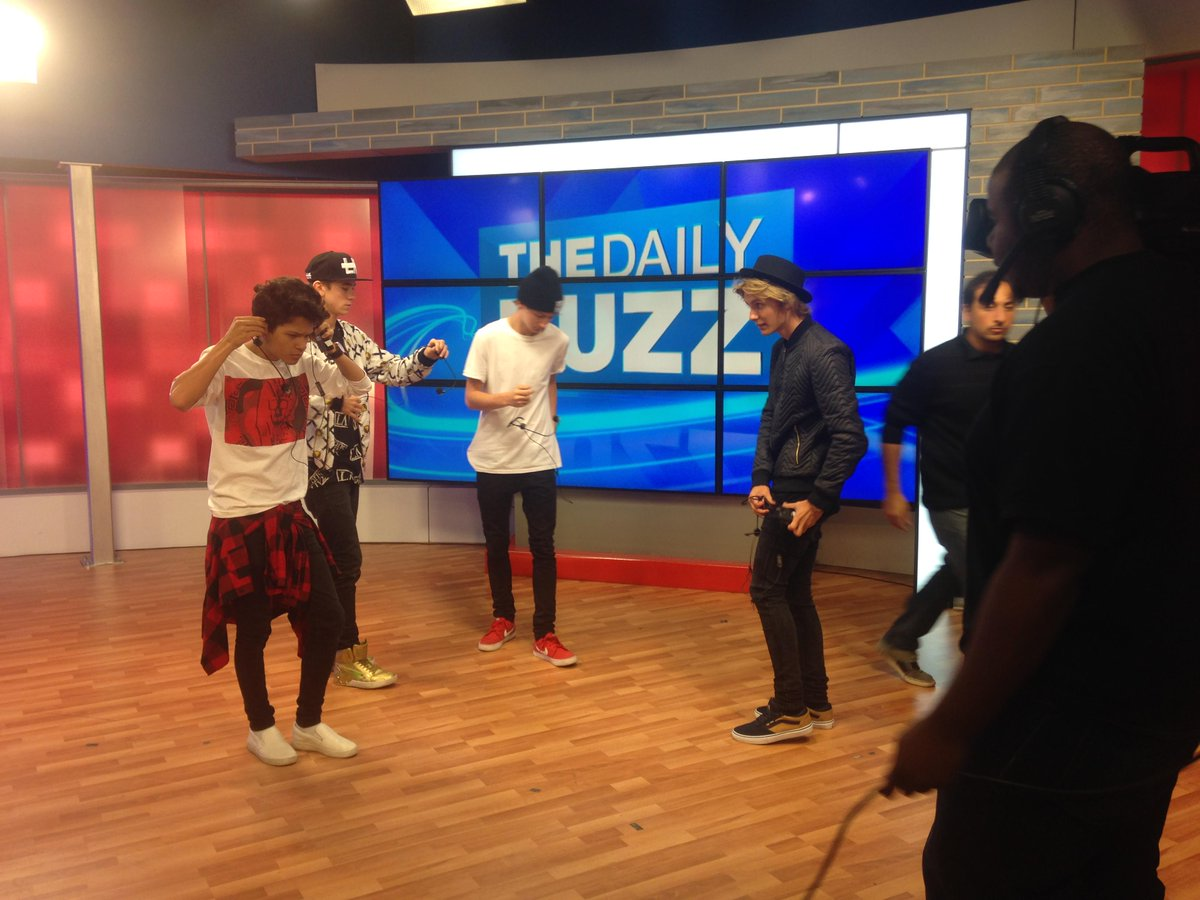Guess who's on the show today? I'll give you a hint: they're talented, they're sharp dressers, & boy are they CUTE! http://t.co/AO0D4Wlspf