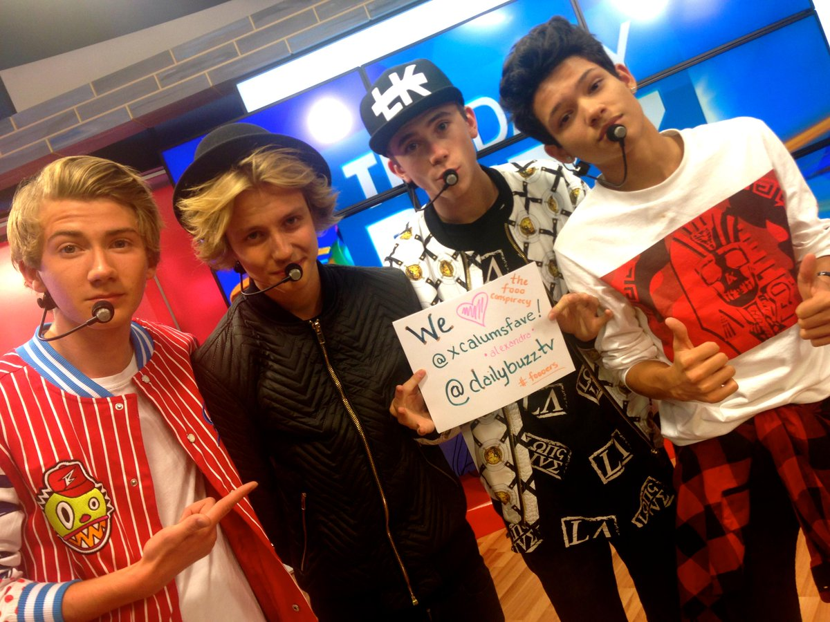 Guess who won? Our friends @thefooomusic wanted to show a little love your way, @xcalumsfave! #TheDailyBuzz #Foooers http://t.co/m5SAPEK452