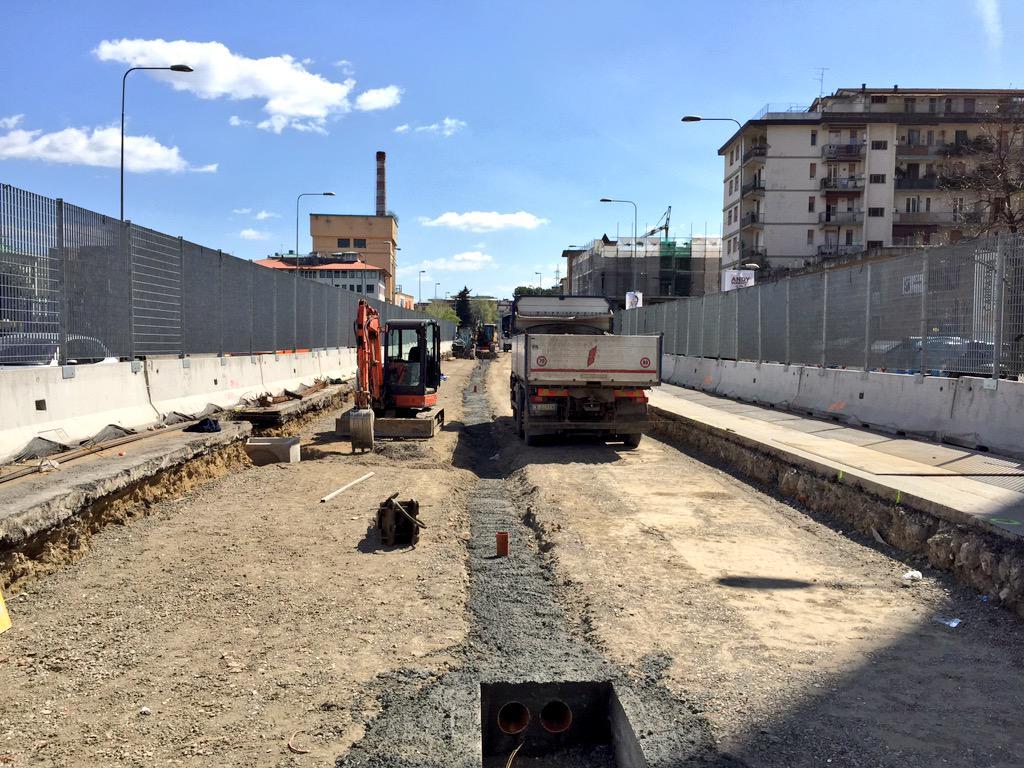 """RT @ferraro_filippo: #Tramvia #Linea2 In 10 giorni il cantiere A3 Novoli ha fatto enormi progressi tra via Paganini e via Stradella. http:/…<a target=""""_blank"""" href=""""http://t.co/TXR9iuqVmo""""><br><b>Vai a Twitter<b></a>"""
