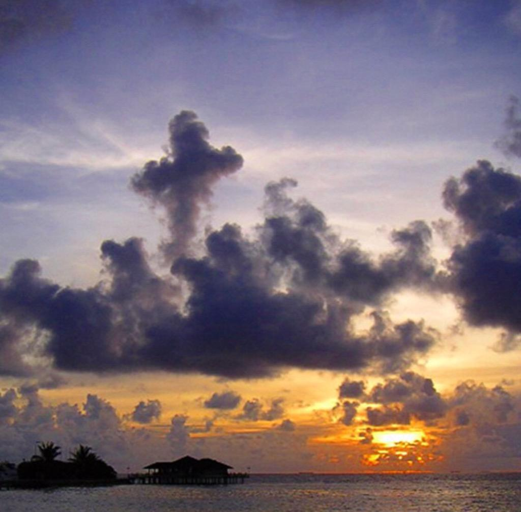 How amazing! A cross cloud on #GoodFriday http://t.co/rWcJeFEcG2