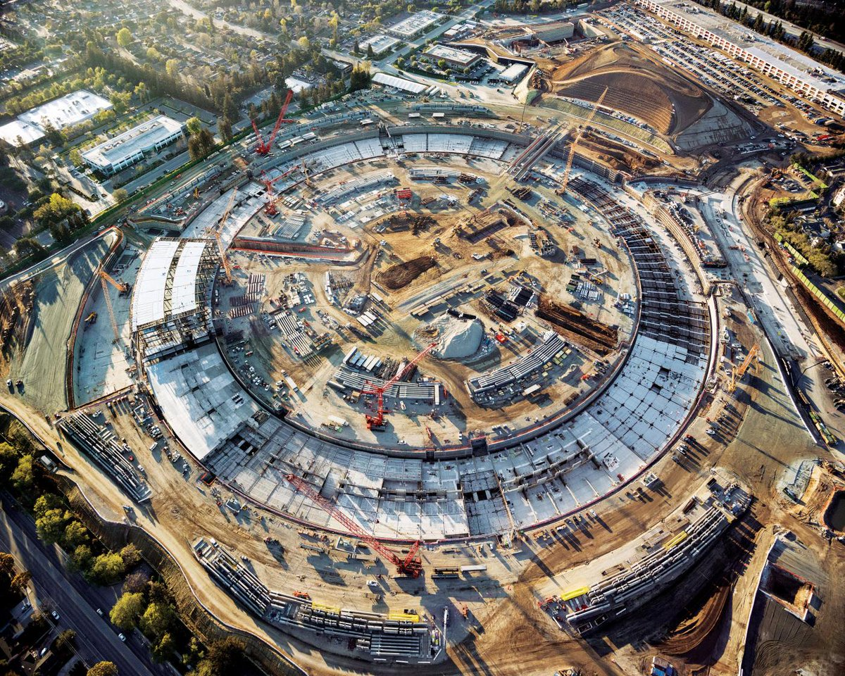 See Apple's new spaceship campus in huge new aerial shots http://t.co/qnNUfUYpJ6 by @thesullivan http://t.co/mwM8mHezWw