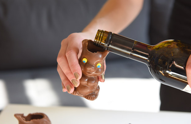 TIP: Chocolate bunnies make great red wine glasses (just bite off the ears!) #easter #goodfriday #wine #chocolate http://t.co/5d1g9X9Z4v