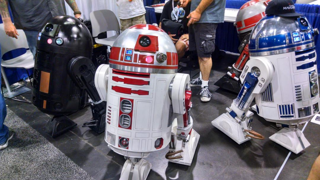 The R2 Builders Club is in the house at #WonderCon2015 http://t.co/cClVPAHr90