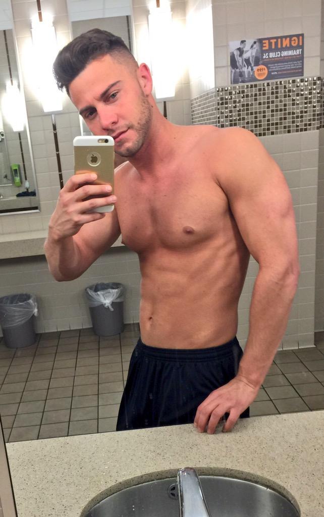 Seth Gamble (@SethGamblexxx): Goodnight good things ahead looking forward to tomorrow here you go my great fans late night gym session http://t.co/YlKKGSIfxD
