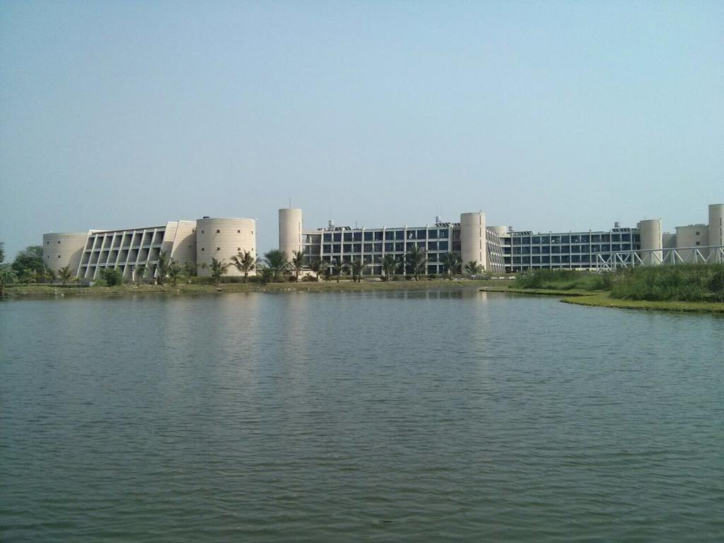 #IIMCalcutta students can now go kayaking on the biggest of the seven lakes. http://t.co/z4os85PRVI