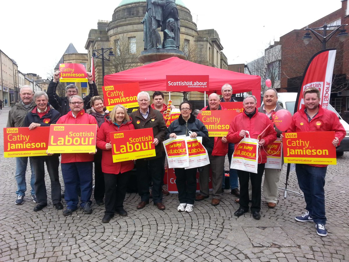 Lovely to have @mcfalljf join @KillieLabour street stall in #kilmarnock for campaign against zero hours contracts http://t.co/vNRXm5WEj1