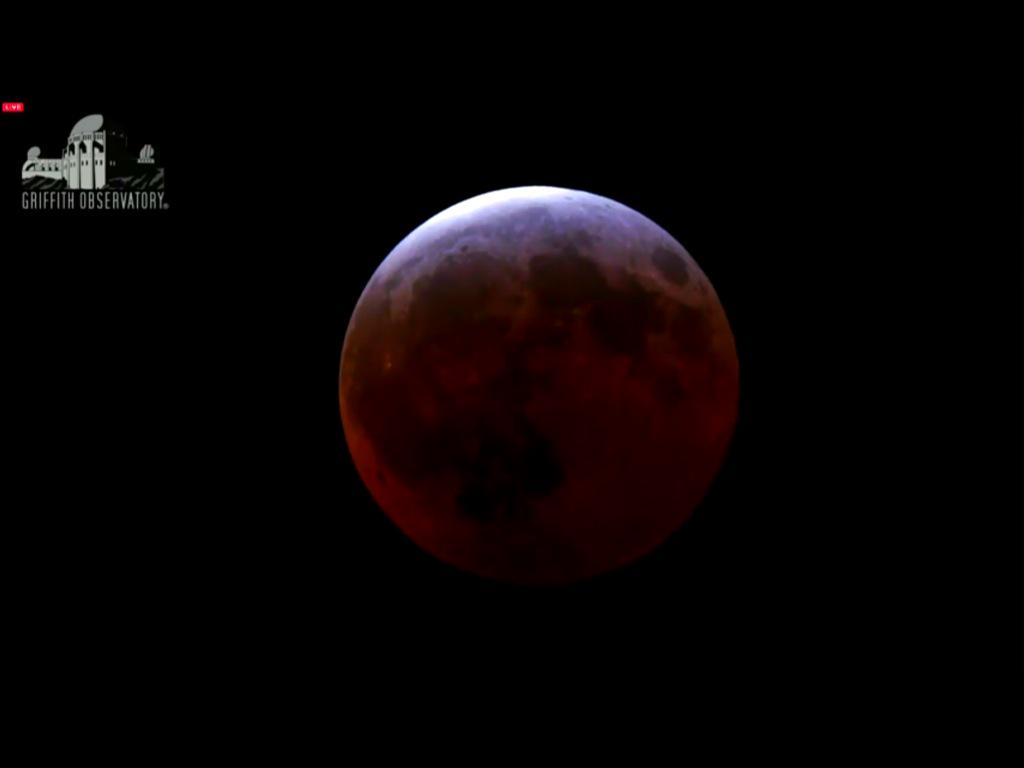皆既月食生中継・おお、紅い月だ。 Total Lunar Eclipse April 4, 2015 http://t.co/GAvzRNwh2q · http://t.co/haZCAvU9oW
