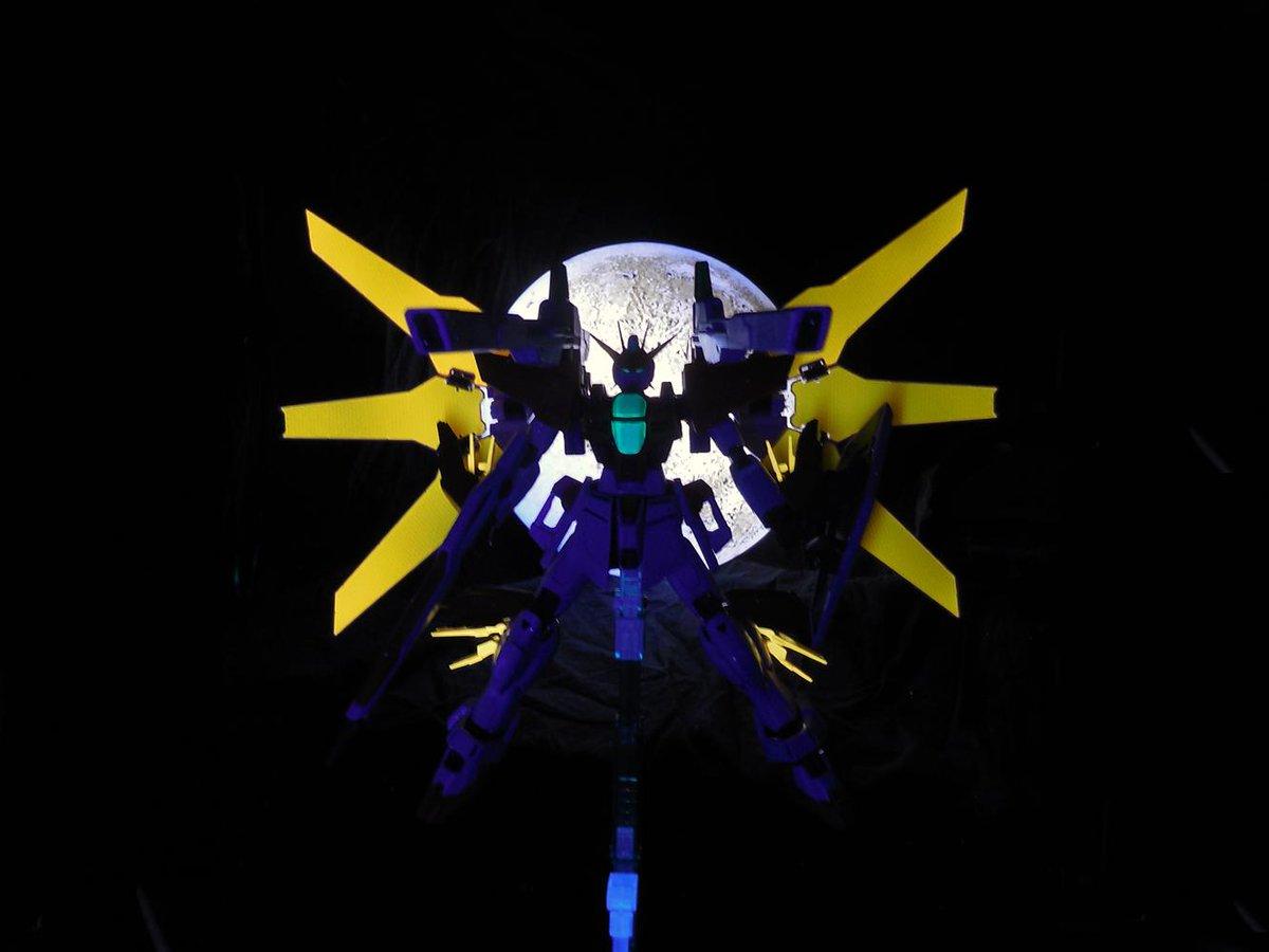 月を背景にしたダブルエックスの格好良さと言ったらもう http://t.co/2ns5vNeyEX