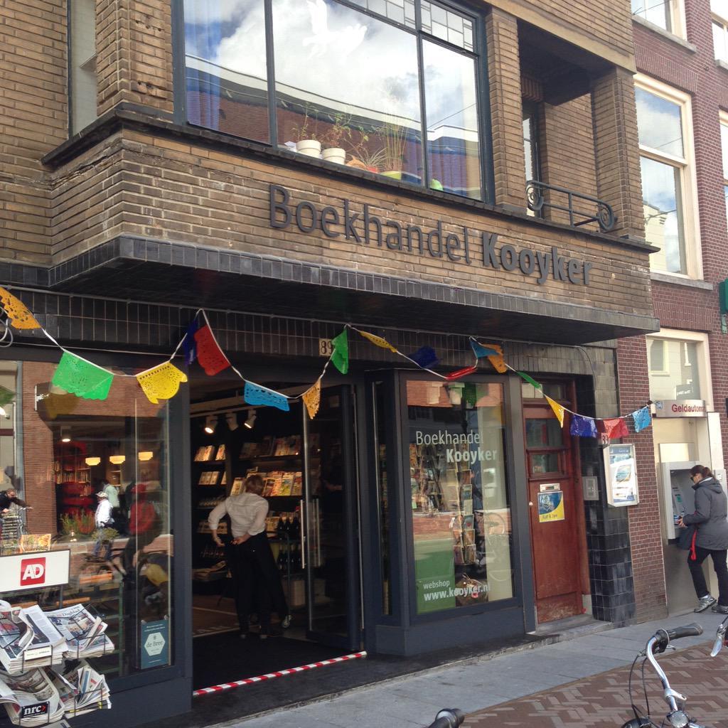 Het prachtig vernieuwde @kooykerleiden opende vandaag. Een boekhandel met een eigen frisse stijl. http://t.co/ig5YMq6UvE