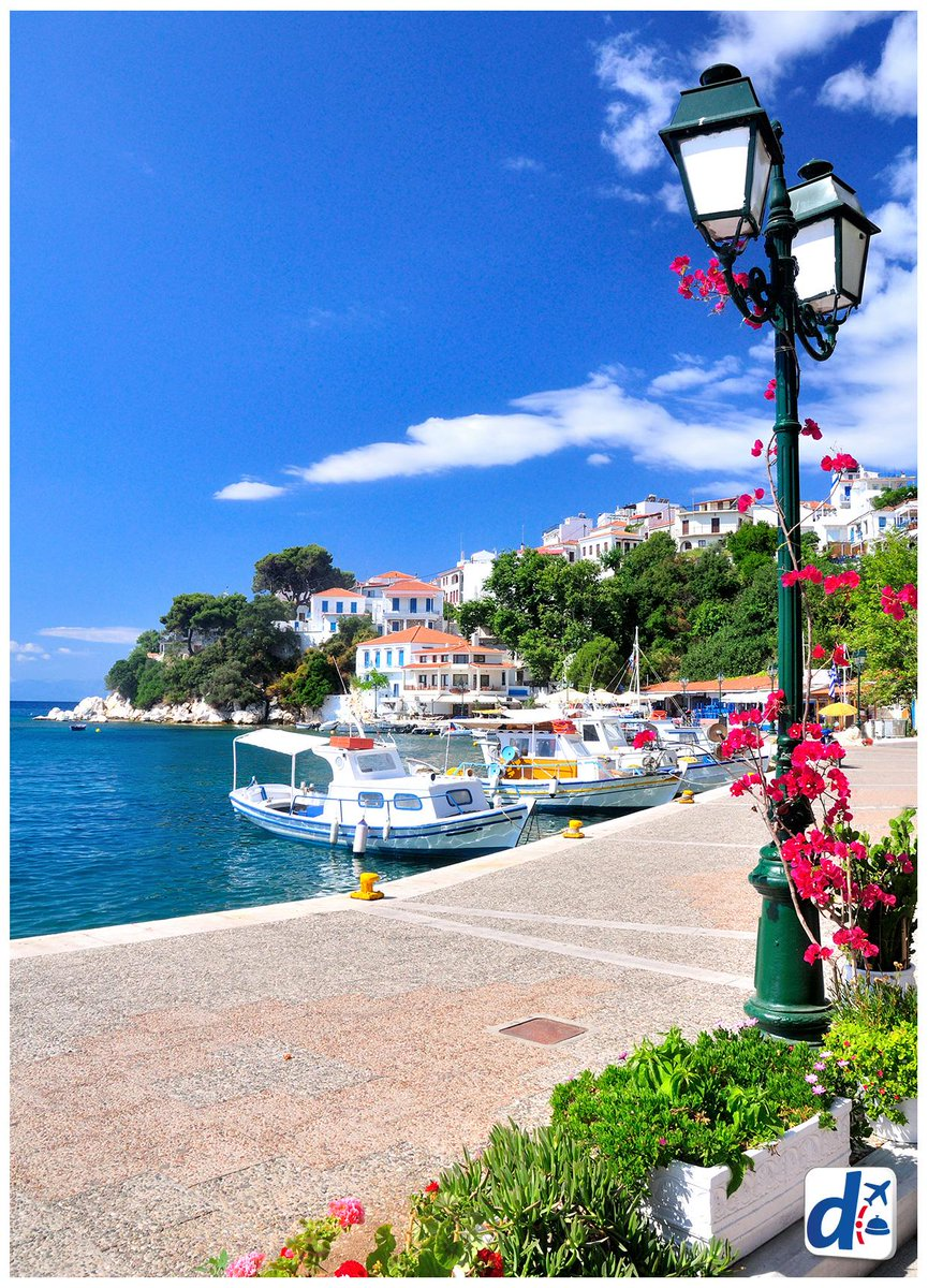 Pero que bonito es despertar en #Grecia.  ¡RT a la postal, si te gustaría amanecer en #Skiathos! http://t.co/hqkM3d3ppq