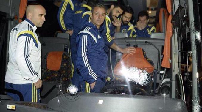 Turchia choc: spari al bus del Fenerbahce, ferito l'autista http://t.co/Zl9EtpYCuk http://t.co/YIJUQmPmuV