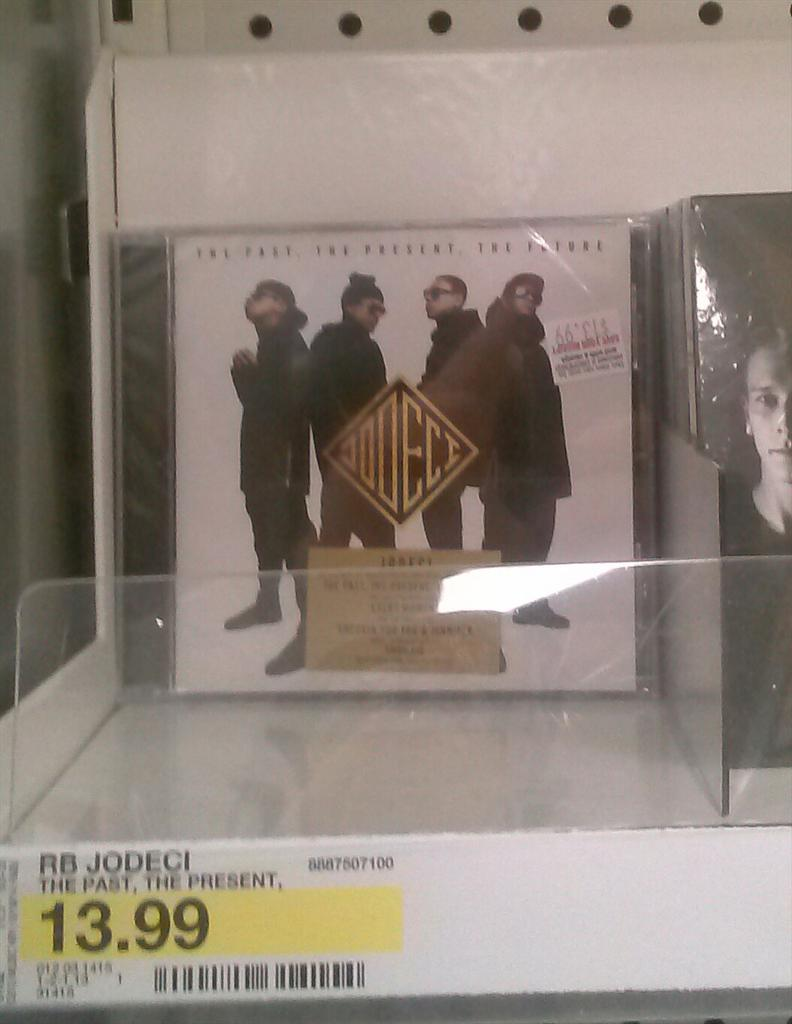@jodecimusic only one left in Target. #ThePastThePresentTheFuture flying off the shelves #Jodeciiiiiiiiiiiii http://t.co/84Xk7vW5rj